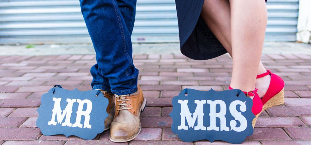 When To Use Props At Engagement Wedding Shoots Wedding Photography Tips